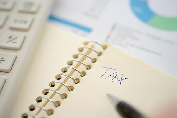 TAXと書かれたノートの写真